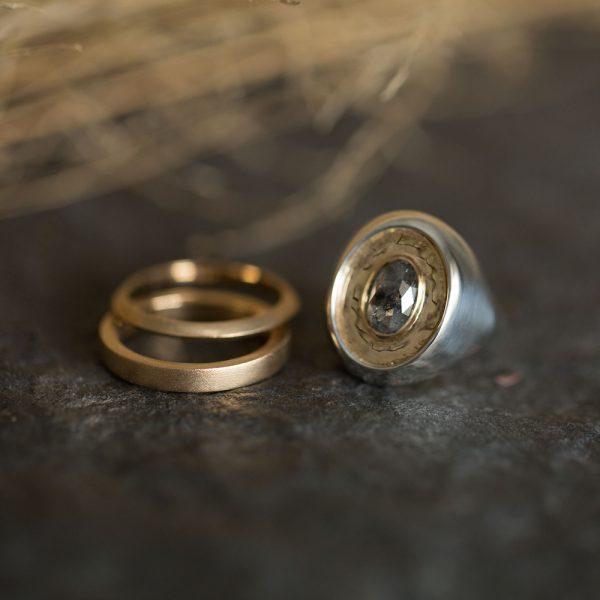Signet Ring, Online