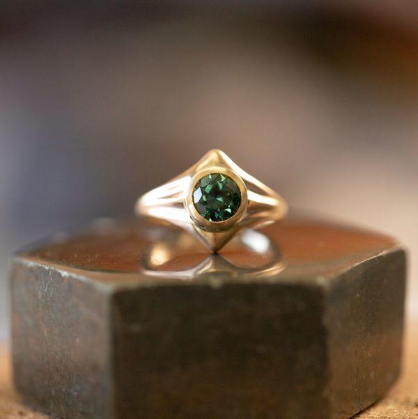 Round Parti Sapphire Diamond Ring
